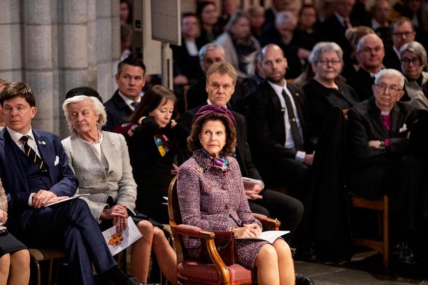 Drottning Silvia fick representera kungahuset ensam.